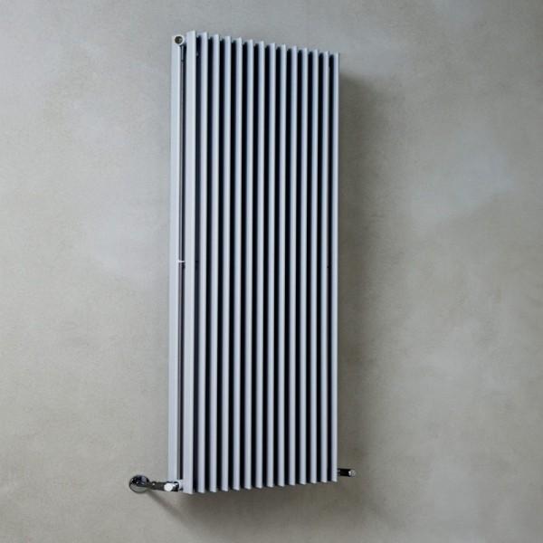 Radiatore in acciaio con elementi verticali a piastra da 35mm Caleido civetta