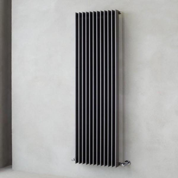 Radiatore in acciaio con tubi piatti verticali da 70x11 Caleido condor